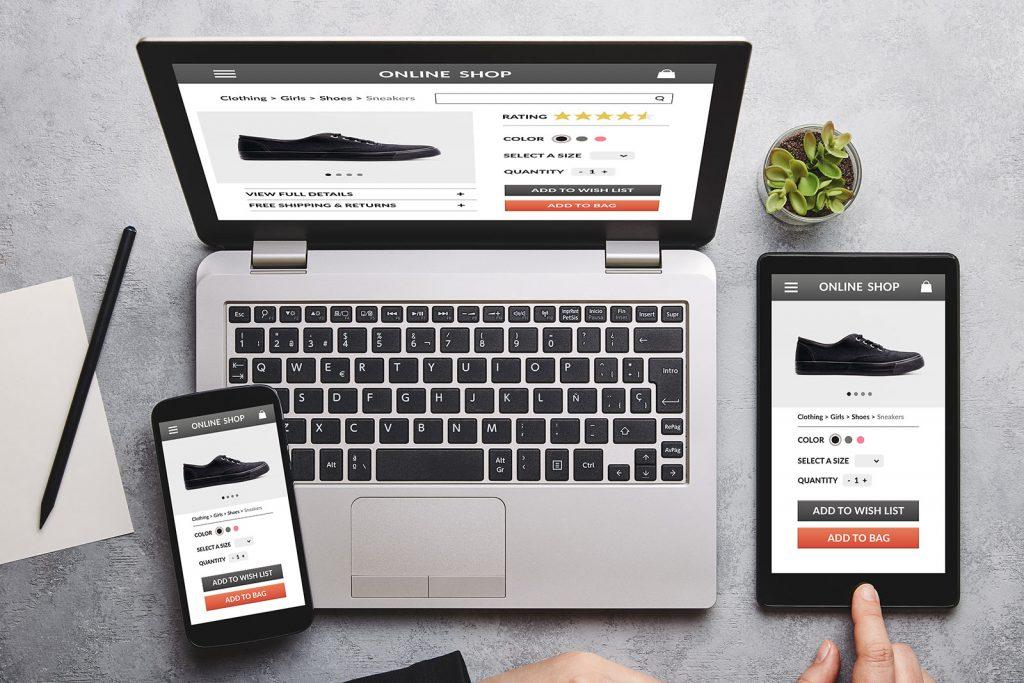 Ein E-Commerce Shop wird auf verschiedenen Geräten dargestellt